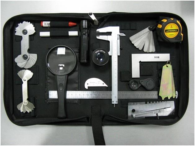 В состав набора для визуального и измерительного метода контроля входят различные шаблоны